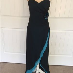 Caché formal gown / dress size 4